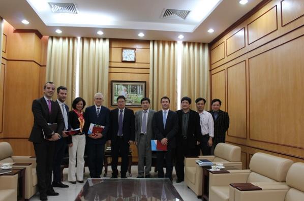 Chủ tịch Viện Hàn lâm Khoa học và Công nghệ Việt Nam tiếp đoàn đại biểu Công ty Thales Alenia Space (Pháp)